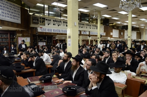 Thousands of Bochrim from Kvutzeh come to hear leading Rabbi's speak. 770 was so packed that Crown Heights Anash were denied entry.